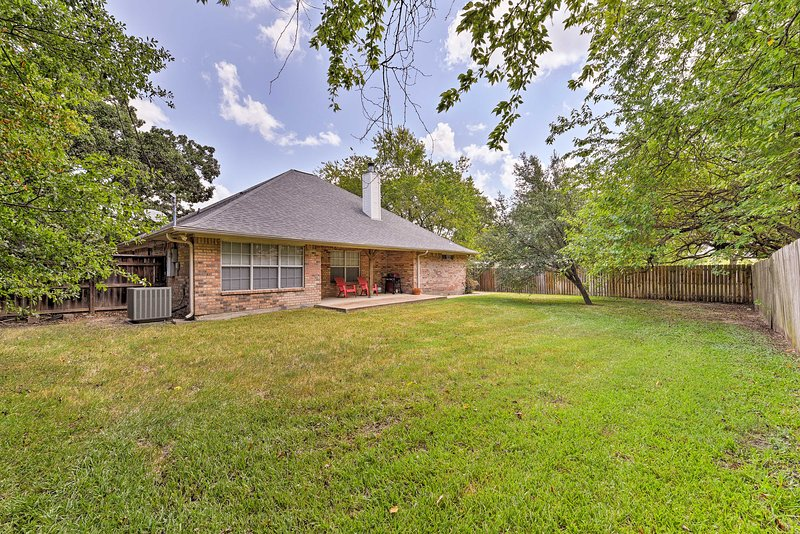 College Station Home w/Yard - 5 Mins to A&M! Has Washer ...