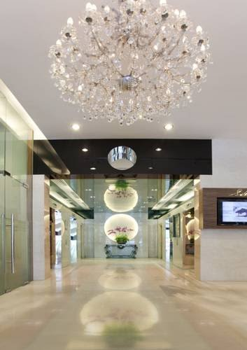 Cozy lobby with 24-hour security guards & secured lift access card control.