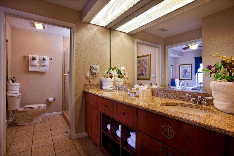 Deluxe Family-Friendly Villa w/ WiFi, Resort Pool & Free Theme Park Shuttle, casa vacanza a Windermere