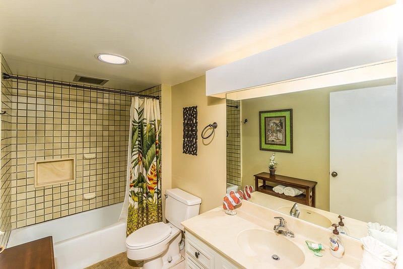 Kona Makai # 4102 - Complete badkamer met douche / bad
