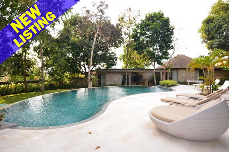Kayu Merah 3 Bedroom Villa in Uluwatu;, location de vacances à Pecatu