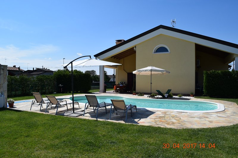 VILLA POSTA VECCHIA con piscina esclusiva/AUTODROMO INTERNATIONAL RACEWAY, vacation rental in Adria
