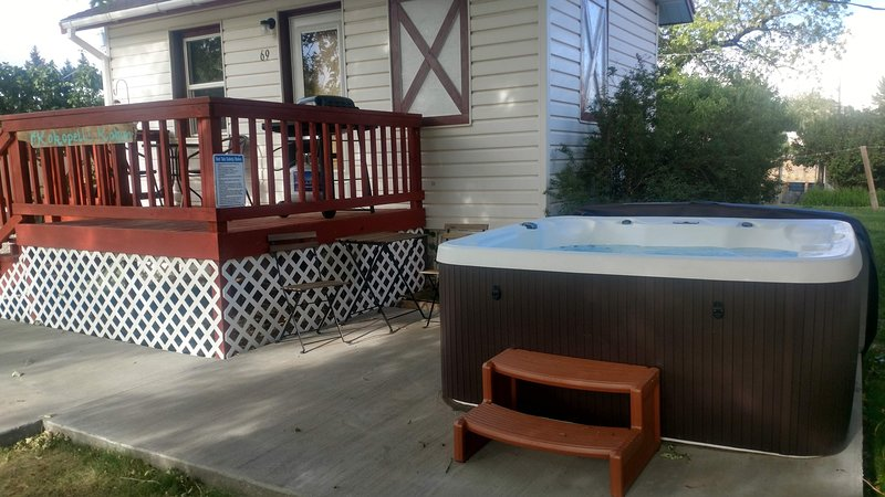 Hot Tub, Studio Cabin w/ Kitchenette, Deck, and BBQ, vacation rental in Blanding