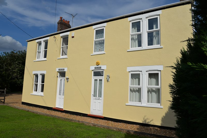 Hillarth Farmhouse | Countryside views | Large family garden | Peaceful, holiday rental in Upwell