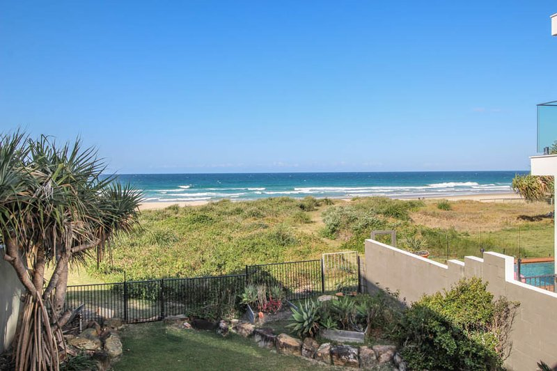 True Beach Front Family Holiday Home, vacation rental in Burleigh Waters