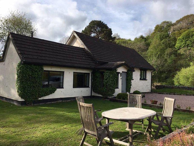 Pretty riverside cottage near Snowdonia, location de vacances à Pentre-Llyn-Cymmer