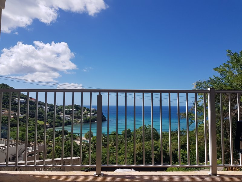 Bleu Caribbean 1B, holiday rental in Belmont