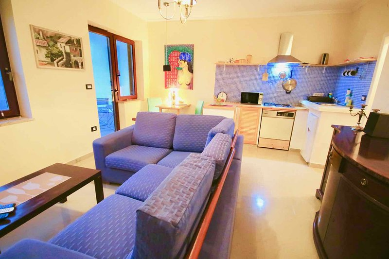 Comfort Apartment with Balcony and Sea View   Garden With Sitting Area and Grill, holiday rental in Premantura
