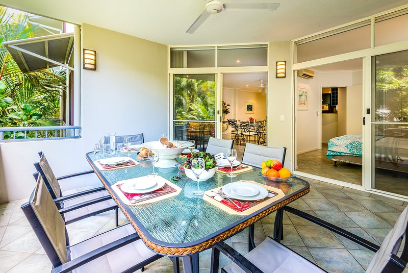 Palm Cove Accommodation with Oasis 8, holiday rental in Clifton Beach