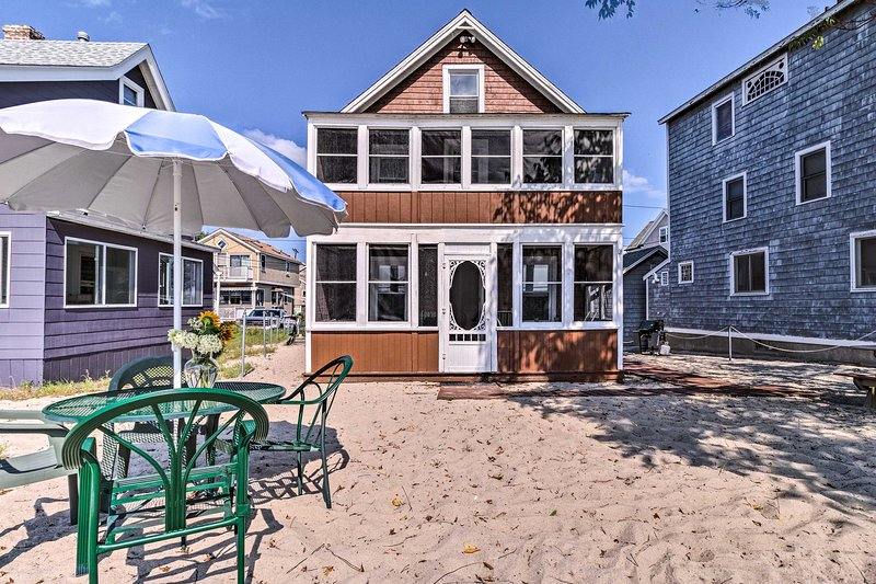 Beachfront Cottage w/Porch on Long Island Sound, vacation rental in Fairfield