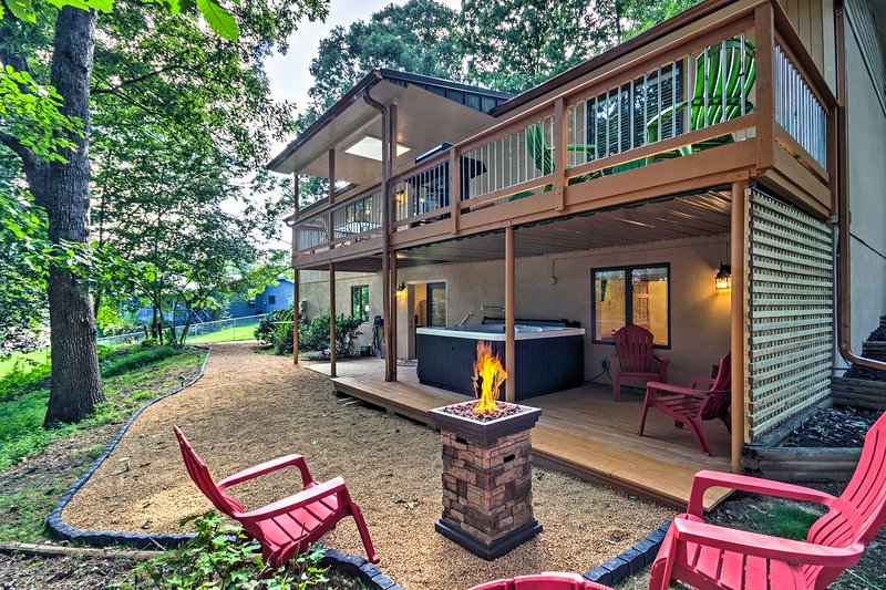 Private Home w/Hot Tub, 13 Miles to Dtwn Asheville, aluguéis de temporada em Arden