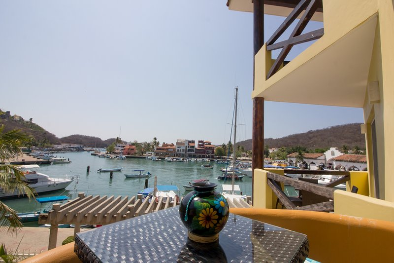66331 - Marina views & one minute to the beach, holiday rental in Huatulco
