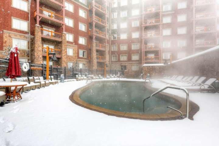 *FREE SKI RENTAL* Ski-In / Ski-Out Resort w Amenities, Enhanced Cleaning,Free Pa, location de vacances à Park City