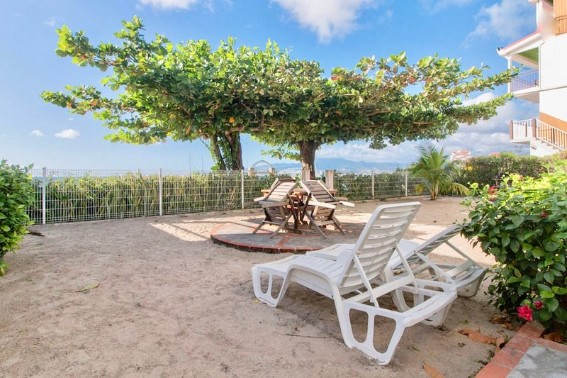 Villa Bougainvillier, Beautiful Studio 'Mer' sea view , foot in the water, vacation rental in Trois-Ilets