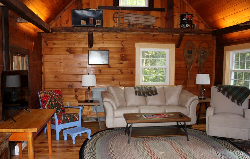 Spectacular Boothbay Harbor Cabin, Outdoor Shower, Beach & Dock Access, Mooring, aluguéis de temporada em Squirrel Island