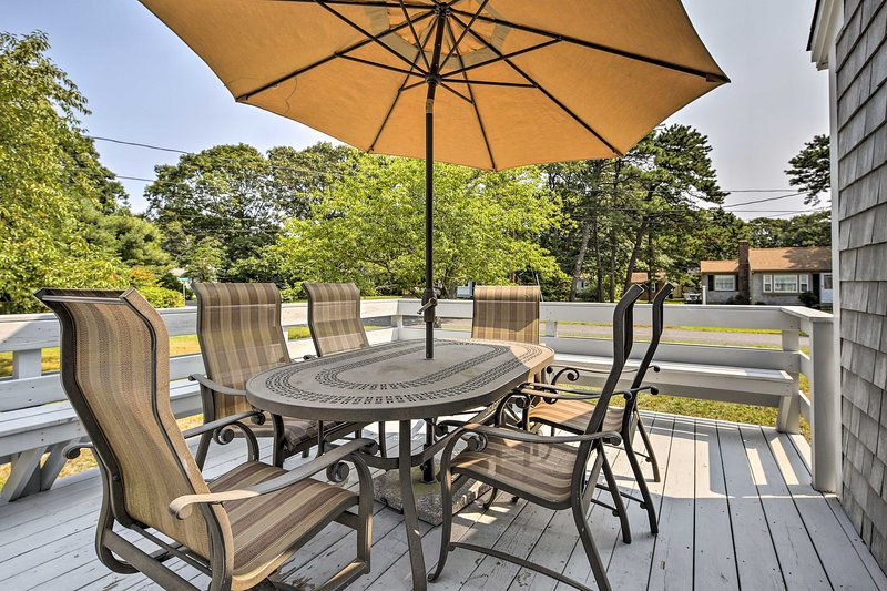 This charming getaway features a furnished deck and outdoor shower.