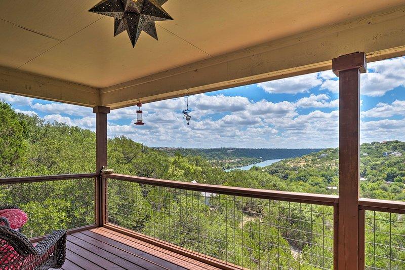 Austin Home w/ 2 Decks & Views, Mins to 2 Lakes!, holiday rental in Lakeway