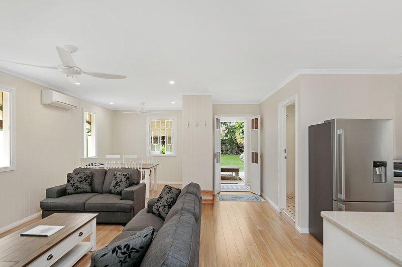 Entire Grnd Floor: Charming Renovated Queenslander, holiday rental in Stratford