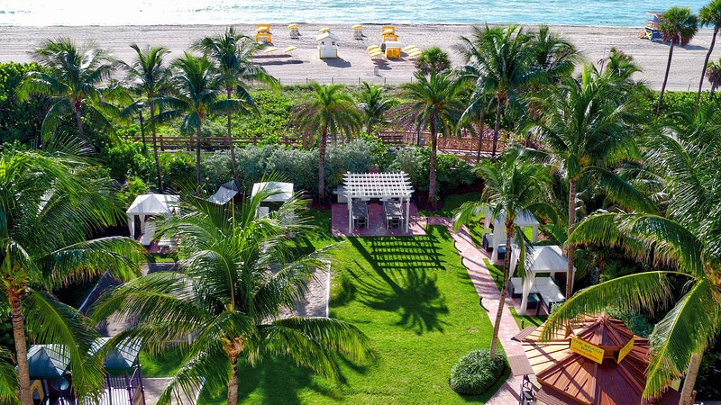 Beachfront Condo w/ WiFi Included, Resort Pool, Relaxing Courtyard & Nightlife, aluguéis de temporada em Miami Beach