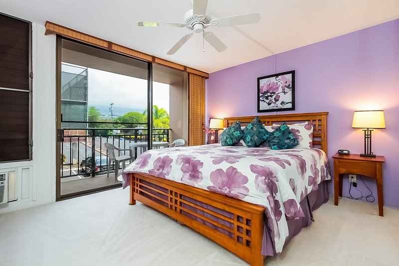 Kona Makai #4202 - Master bedroom King bed