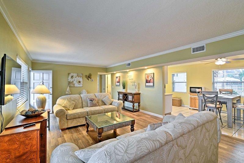 I 1.100 piedi quadrati di spazio abitativo ospitano comodamente 4 persone.
