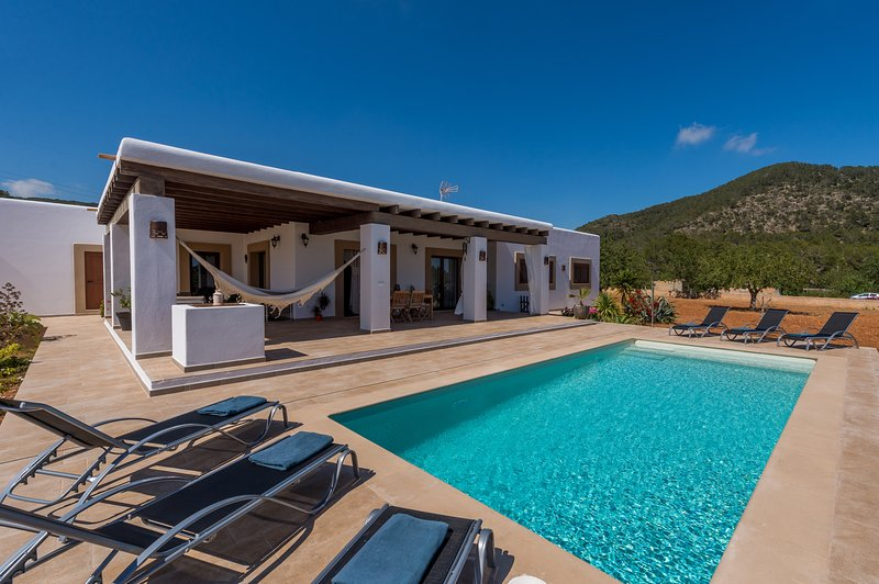 Ses Dos Illes, Villa-Finca 5StarsHome Ibiza, holiday rental in Cala Llonga