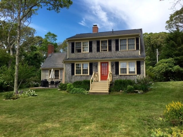 WOODS HOLE w DEEDED PRIVATE BEACH & WATER VIEWS 134648, holiday rental in Woods Hole