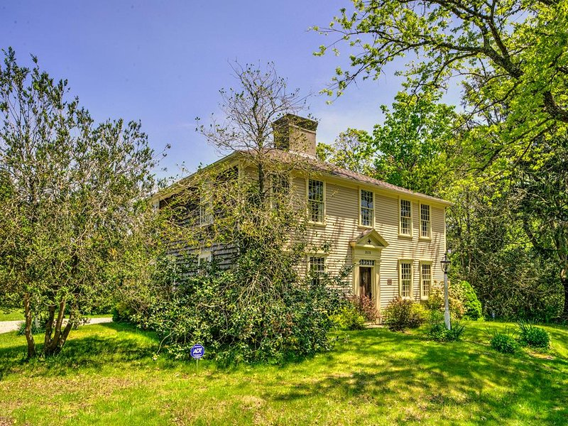 Historic Barnstable Village CHARMER near the BAY 132673, holiday rental in Barnstable