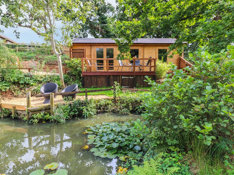 HOBBITS LANDING, open-plan living, near Sandown, holiday rental in Bonchurch