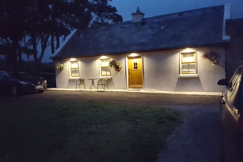 Rare Find: 1bed Cottage 2km from Sea on Wild Atlantic Way at Aughris Sligo., aluguéis de temporada em Easkey