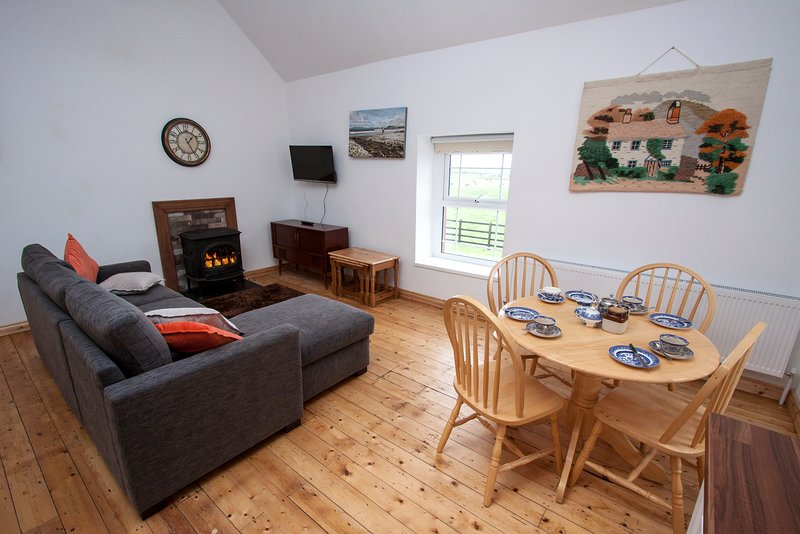Fab location Upside Down House - 2km to Sea and Pub/Restaurant at Aughris Sligo, holiday rental in Rosses Point