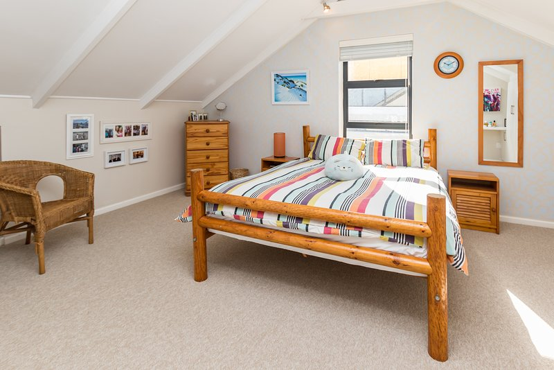 Lovely, Spacious, Self Catering, Coastal Living Accommodation, Noordhoek, location de vacances à Sun Valley