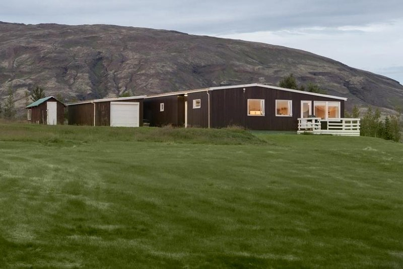 Holiday House in the Golden Circle, Ferienwohnung in Selfoss