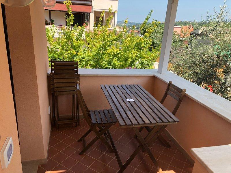 Nice house with garden & terrace, alquiler vacacional en Villa Oliveti