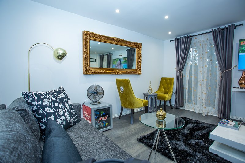 Phamphy Luxury Home, holiday rental in Barking
