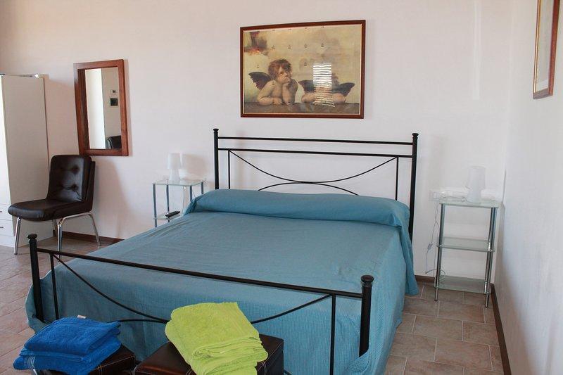 Agriturismo Le Due Palme- Il Paradiso Di Adamo - Camera Quadrupla, vacation rental in Frigintini