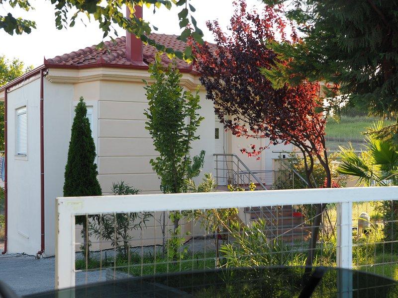 Counytry house Nea Trapezounta, holiday rental in Kitros