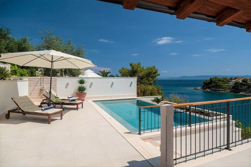 Villa Amor Sumartin – Seafront stone villa with pool Brac, holiday rental in Sumartin