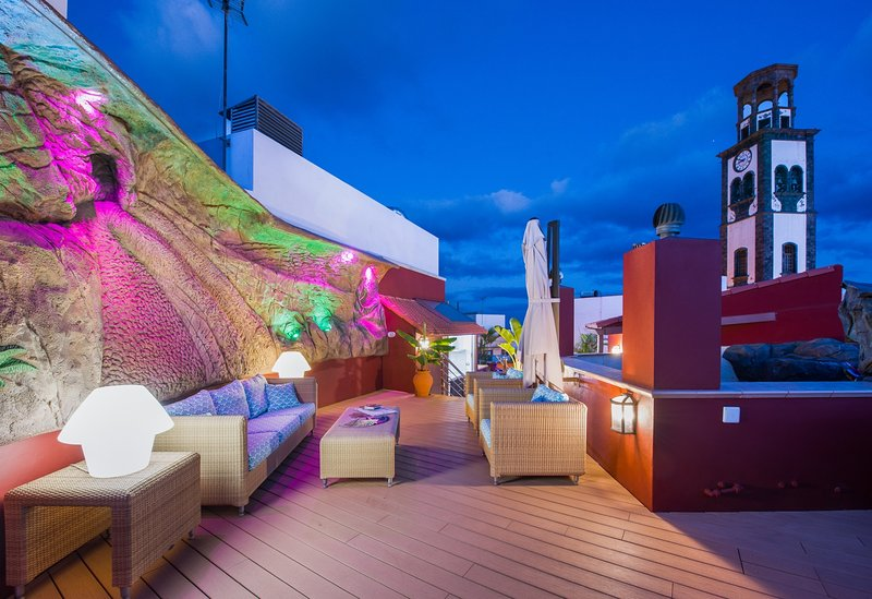 Spectacular private 70 m2  terrace  with sofa and kitchen *** Espectacular terraza de 70m2 con sofá
