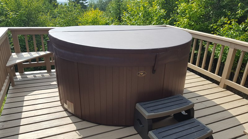 4 person hot tub w/ lakeviews from the back deck. Open seasonally from late April to mid December.