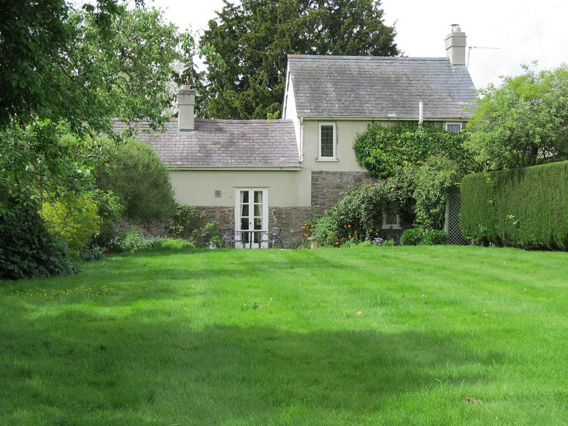 Orchard Cottage, holiday rental in Diddlebury