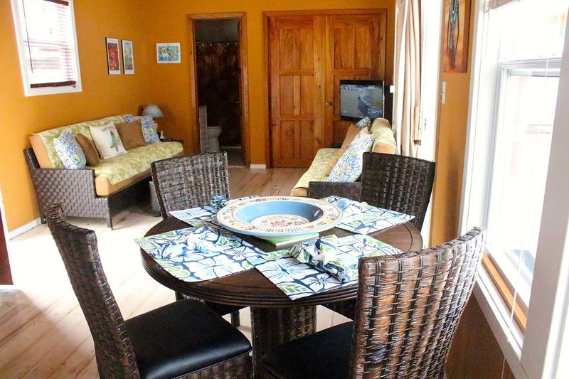 Indoor dining and living room with cable TV and stereo, AC