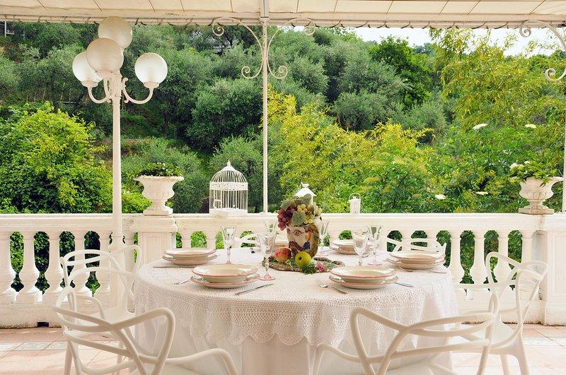 VILLA MARINASCO 12P. Jacuzzi pool, free WiFi, BBQ, at few mins beaches & 5 Terre, alquiler de vacaciones en La Spezia