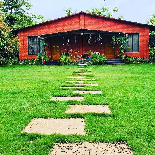 Kisan Eco AC Farmhouse, alquiler de vacaciones en Thane