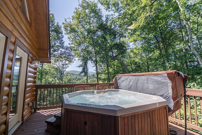 Gran bañera de hidromasaje con excelentes vistas