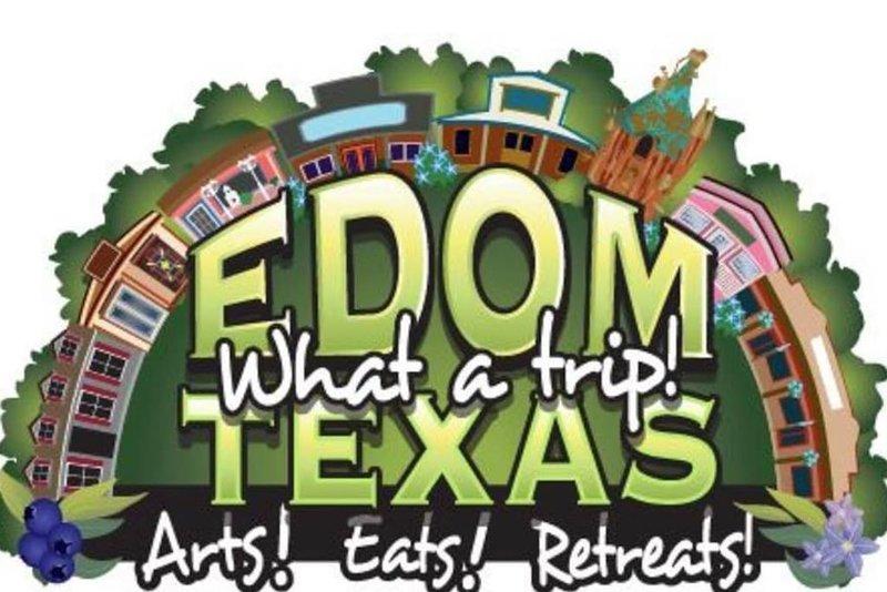 La comunidad de Edom está a 5 millas SW.