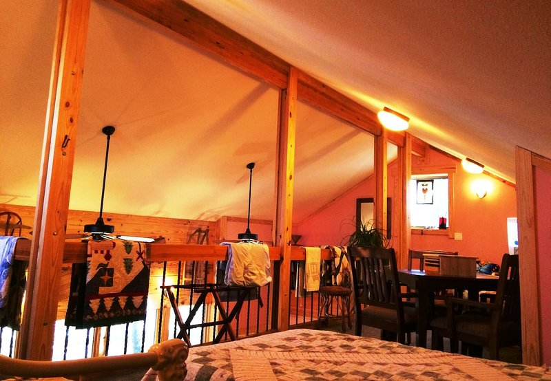 Dragonhead LODGE, Shelter in Place Rates, 3-12 Guests, E of Dallas Off I-20, location de vacances à Flint
