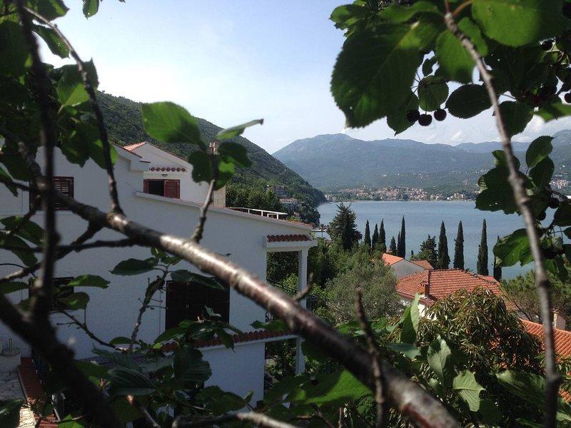 Zazenda House Rooftop, casa vacanza a Igalo