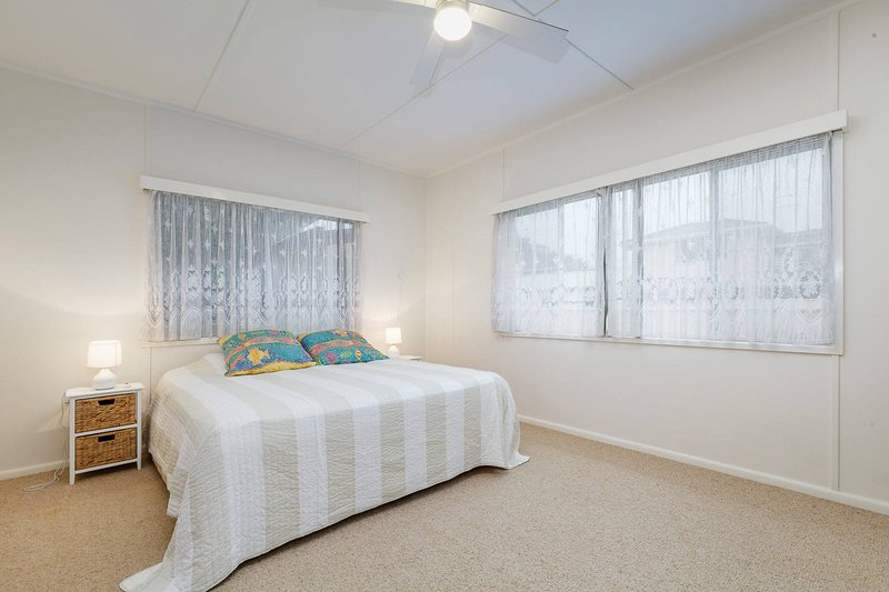 *** main with king size bed *** Includes Ceiling fan in Bedroom