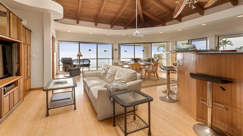 Outrigger Paradise Hale Wa a Pale - Luxury Living Room